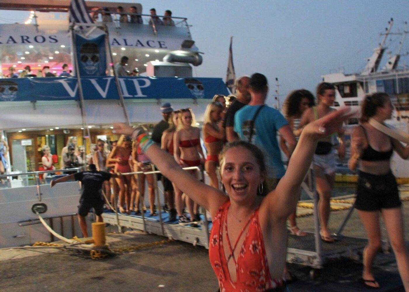 vvip-boat-party